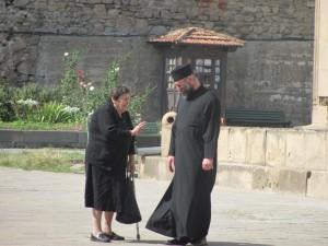 Priester mit Frau