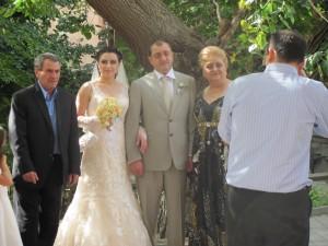 glueckliches Hochzeitspaar