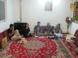 Hassan mit Familie zu Hause