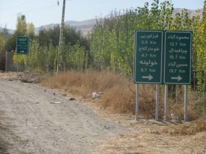 Schilder in arabischer Schrift