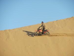 Motorrad in den Duenen